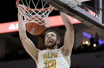 Valparaiso edges past Evansville 58-55 to stay alive in MVC Tourney,